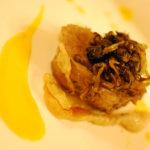 Letto di radice amara su filetto di vitella cotta a 56 gradi in bagno di tarassaco