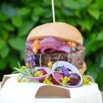 Burger gourmet, cipolla viola, capperi, salsa di Morgan